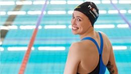 Das Sponsoring von ProMinent ist weltweit sichtbar - auf Sarah Köhlers Sportkleidung und auf ihrer Badekappe.